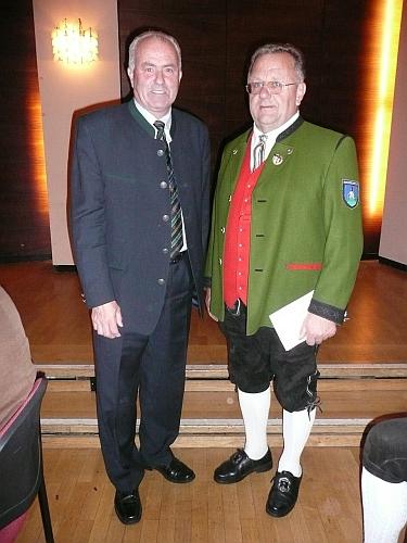 Bilder des Artikels: Auszeichnung des Musikvereines Hochneukirchen durch den Landeshauptmann